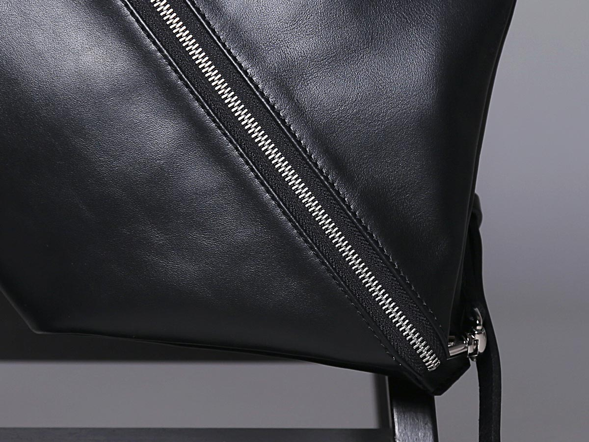 Zip of Faulhaber Products ASK multifunction bag in black vegetal tanned leather