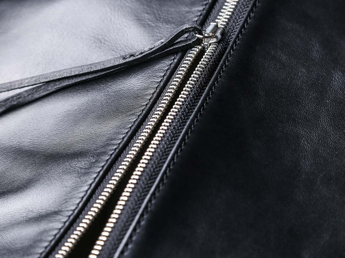 Manufacturing detail of Faulhaber Products ASK multifunction bag in black vegetal tanned leather