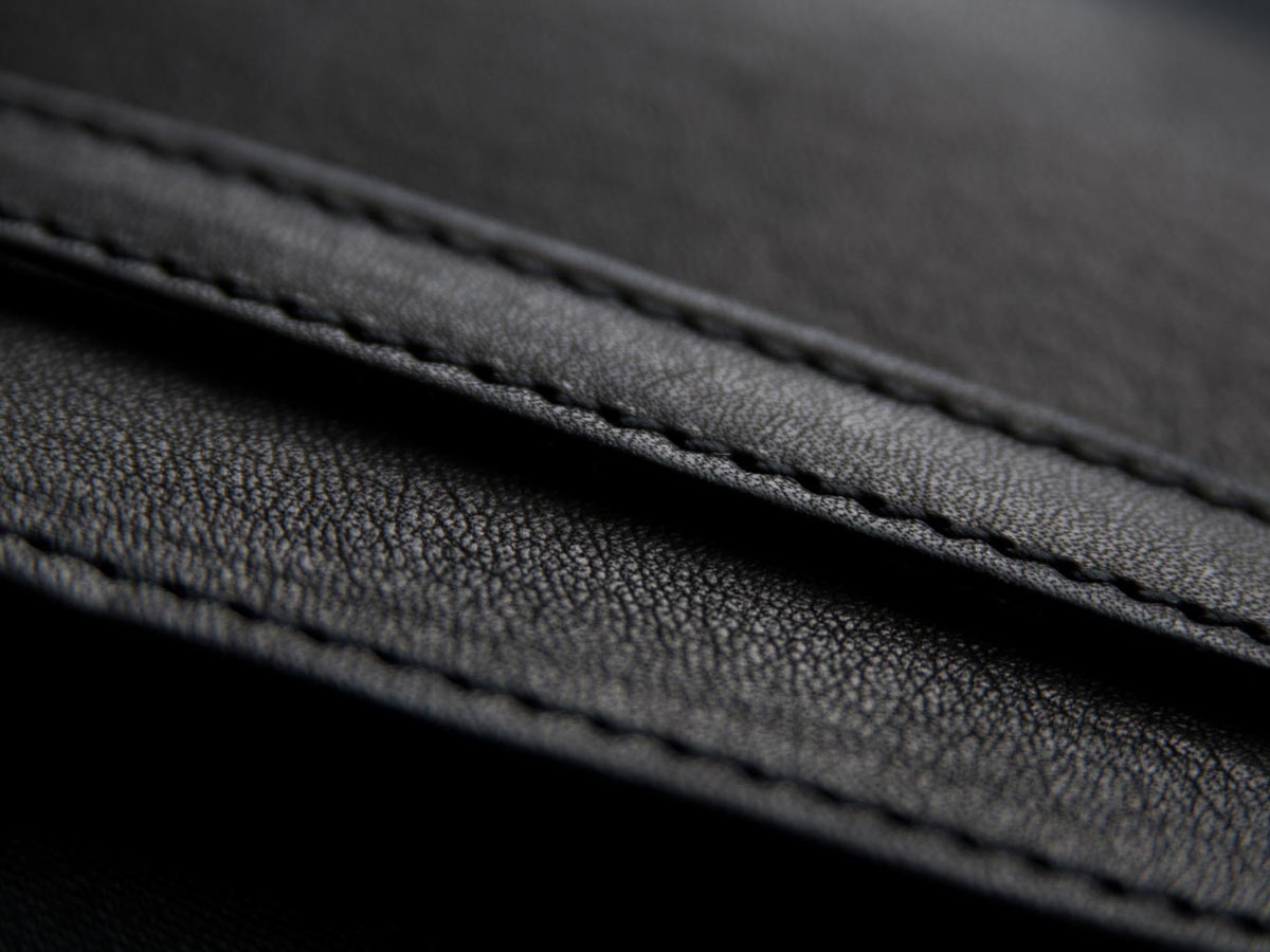 Artisanal leather craft of Faulhaber Products SIGYN wallet in black vegetal tanned leather