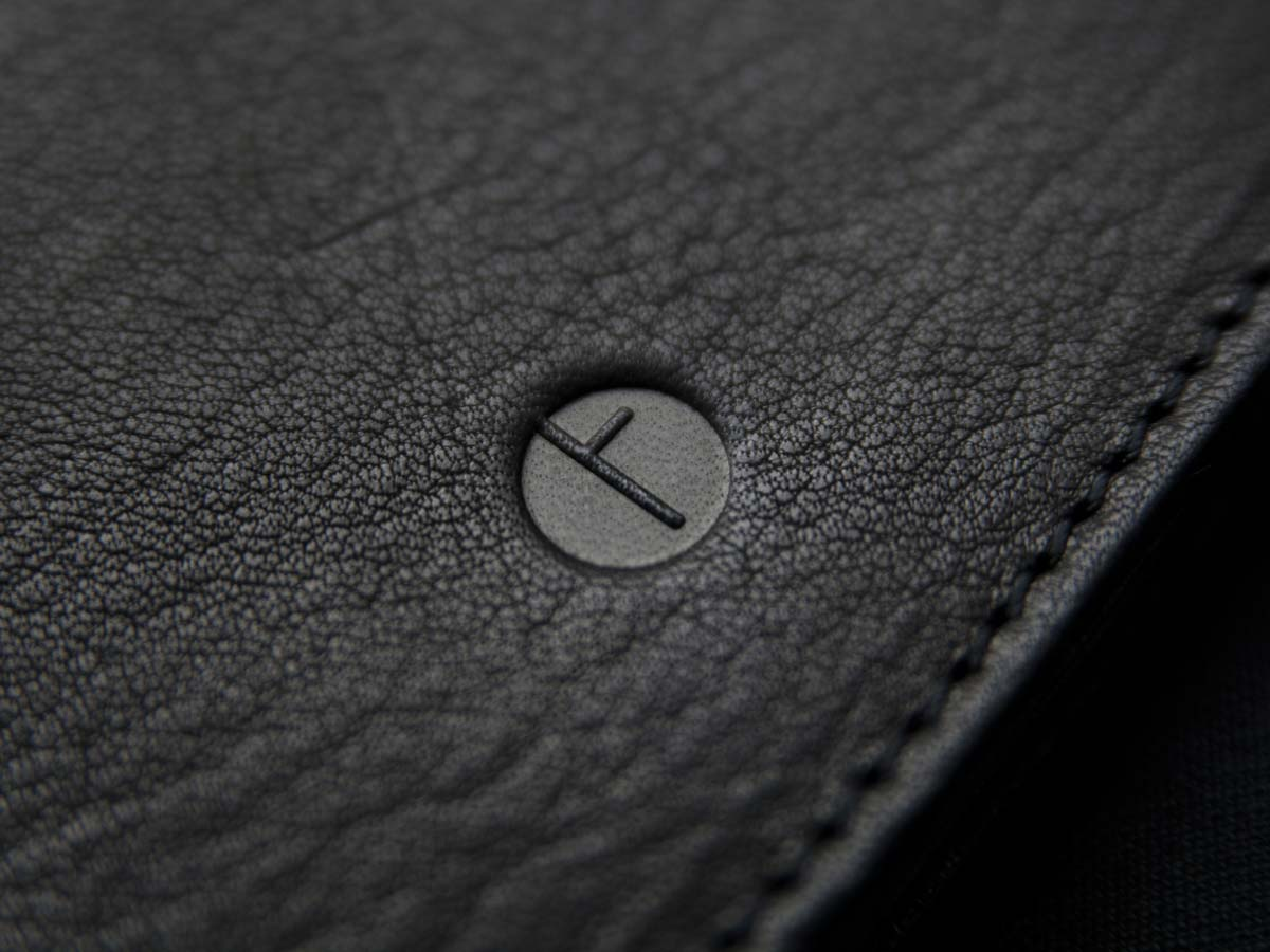 Signature logo Faulhaber Products on SIGYN wallet in black vegetal tanned leather