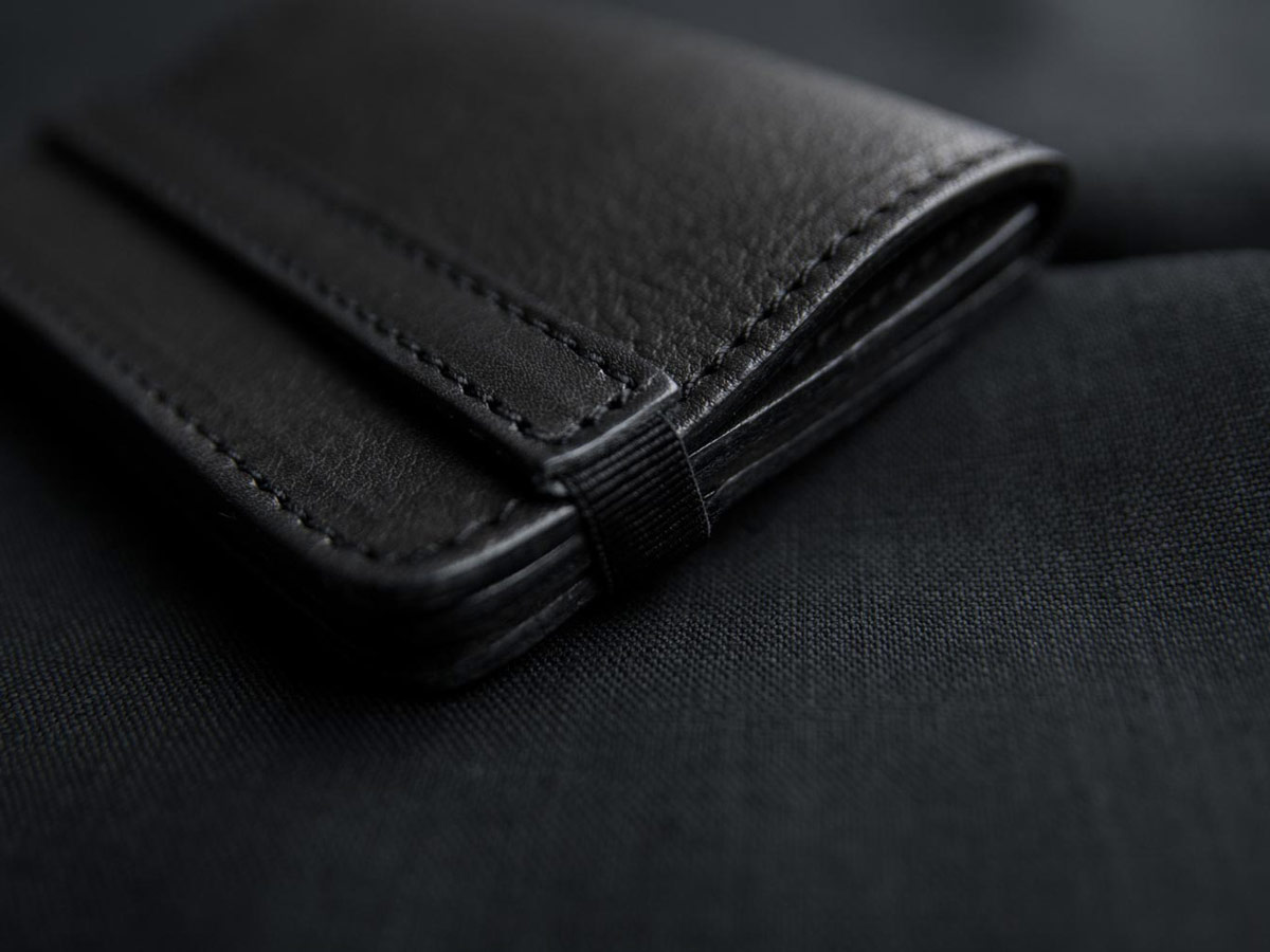 Minimalism of Faulhaber Products SIGYN wallet in black vegetal tanned leather