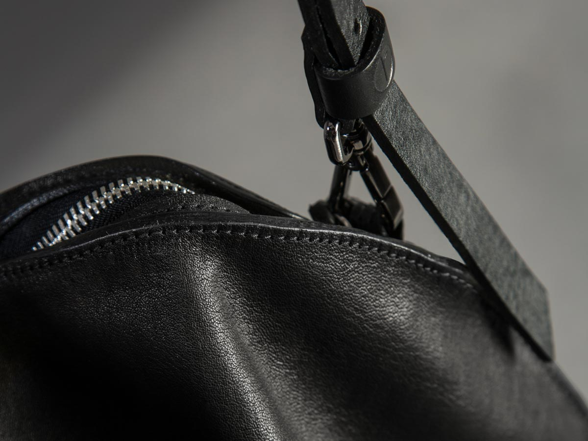 Faulhaber Products details of VE smooth handbag in black leather.