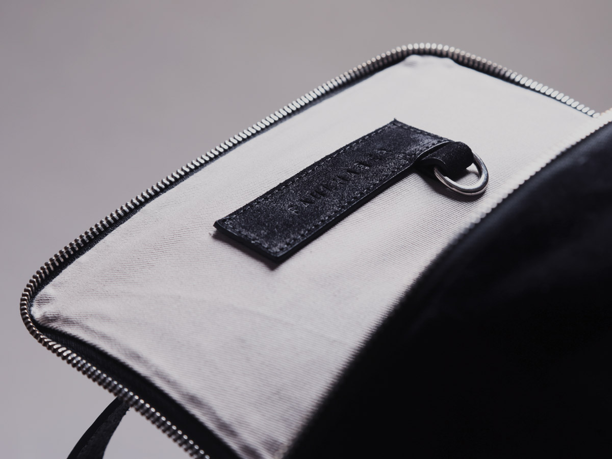Insert features of SYN backpack in black natural leather by Faulhaber Products